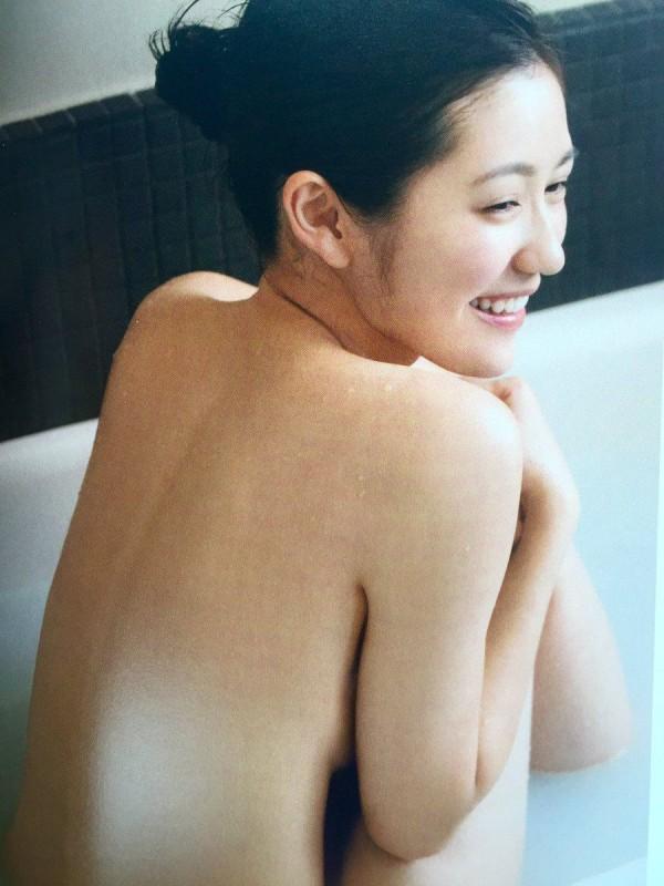AKB渡辺麻友(22)最新写真集で全裸でお○ぱいキタ