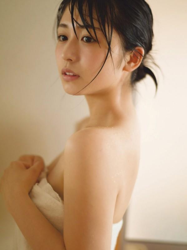 欅坂46長濱ねる、色っぽすぎる湯上がりおっぱいバスタオル姿披露