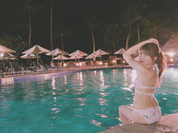 48グループ最強美少女ことAKB入山杏奈、グアムのナイトプールでのプライベートビキニ姿がエロすぎww