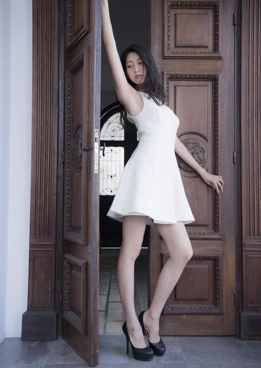 オスカー主催ミス美しい20代コンテスト受賞美女・是永瞳、日本人離れのスレンダーボディがコチラ