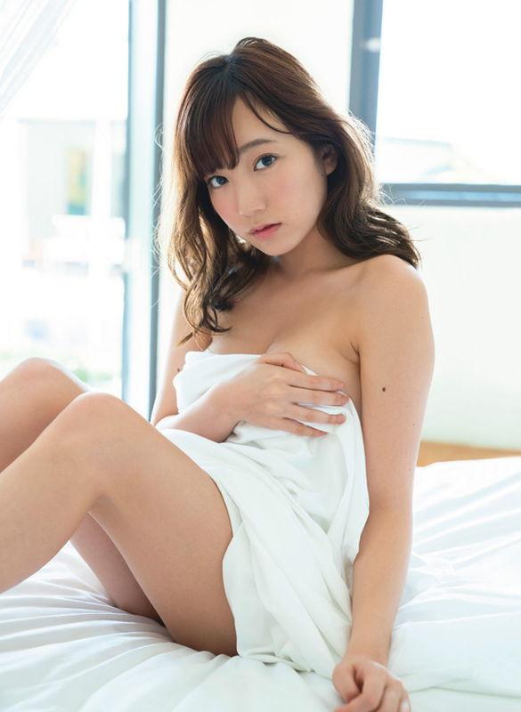 夢アド爆乳メンバー京佳18歳ラストにして限界ギリギリのセクシーショットに挑戦する