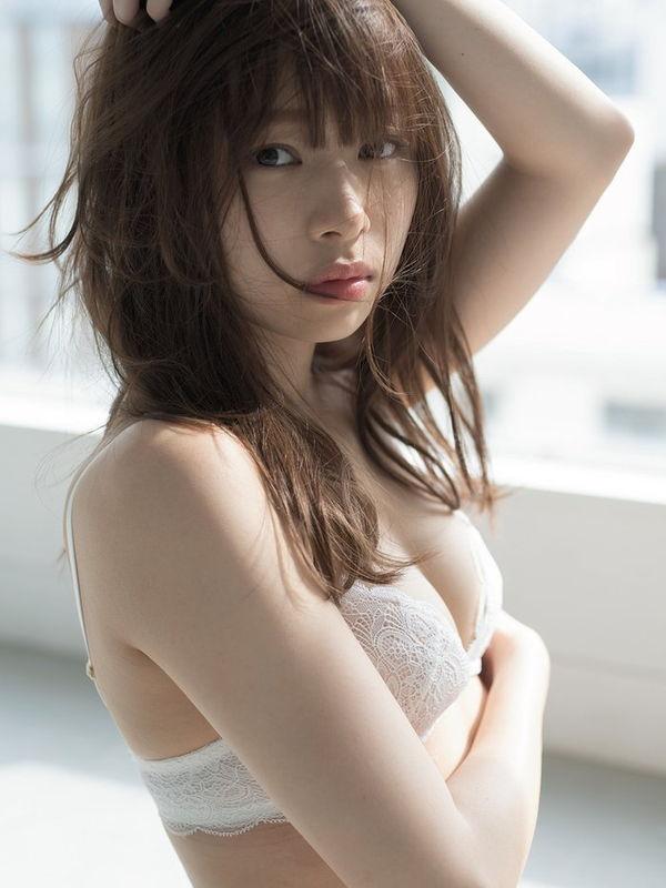 芸能界引退を決めた元NMB48小笠原茉由が8年分の感謝を込めて衝撃SEXYショット披露