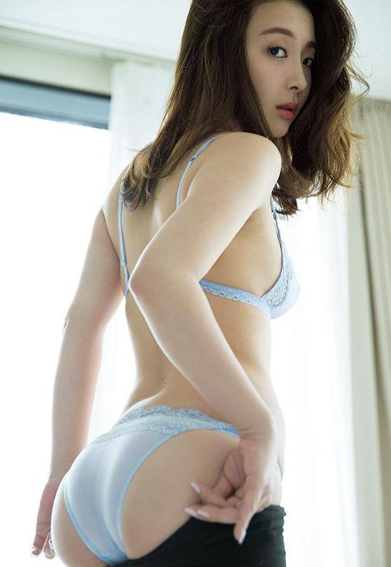 NHK講座に出演してた日本一美しい32歳竹内渉、写真集未公開カットのドレスはだけオッパイがエロ過ぎw