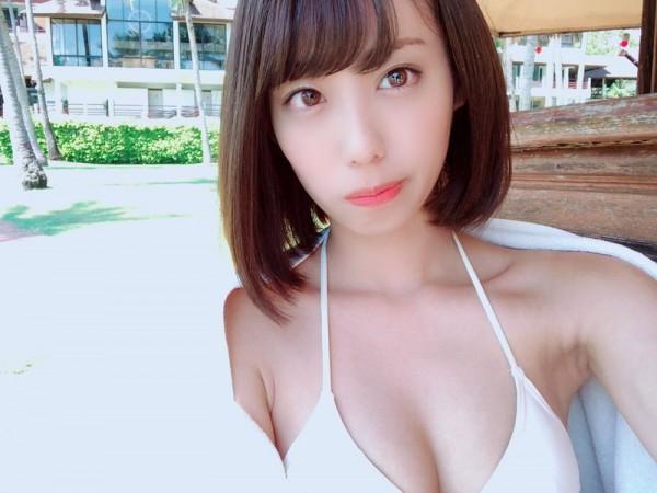 元NMB48山岸奈津美、ミスFLASH2019グランプリに選ばれAKB時代未経験のビキニソログラビア挑戦する