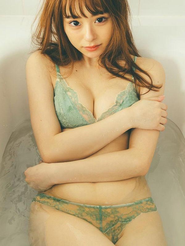 NHK「Rの法則」出演してた人気美少女モデル佐藤麗奈(21)週刊誌で初下着姿を半裸ボディを見せつける